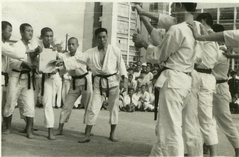 1958-1977 : Les Débuts en Corée